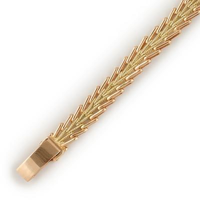 Праздничный Браслет декоративного плетения из комбинированного золотаПраздничный браслет из комбинированного золота 585 пробы. Производство: Россия. Общий вес около 18.33 гр.<br>